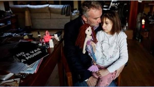 Zbierał pieniądze na operacje córki, a tak naprawdę... Szok!