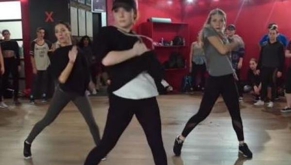 Ten taniec robi furorę w internecie i wcale nie jesteśmy zdziwieni.