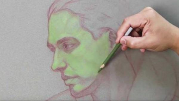Zobaczcie jak ten artysta rysuje portret - jego metoda jest... niecodzienna!