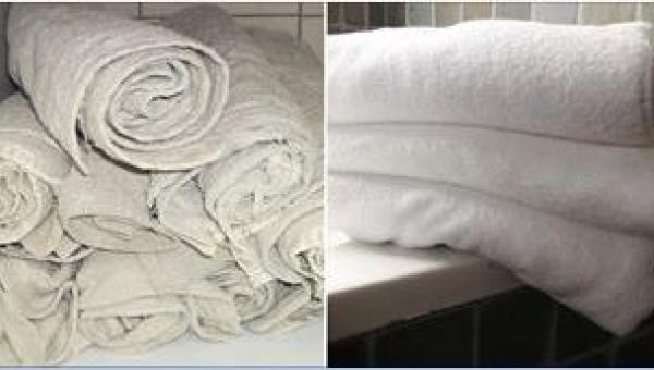 Jej stare ręczniki są idealnie białe. Poznajcie sekret prania!