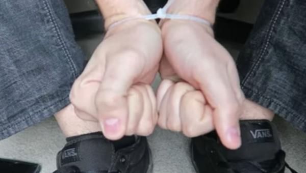Koniecznie zobacz w jaki sposób uwolnić się jeśli ktoś zwiąże Ci ręce za...