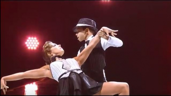 Nie możemy uwierzyć, że dziecko jest w stanie tańczyć jak profesjonalista!...