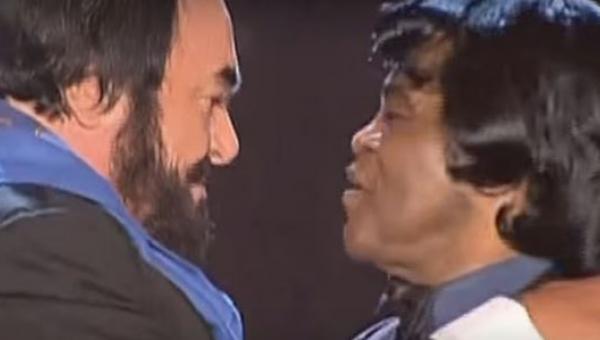 Tak różne głosy, a tak pięknie razem brzmią! Posłuchajcie duetu Luciano...
