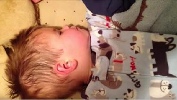 Dwulatek budzi się po drzemce i musi oddać coś, co jest najbliższe jego...