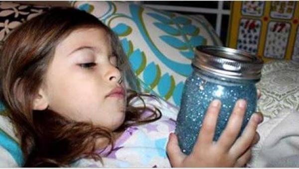 Każde dziecko powinno mieć w swoim pokoju słoik wypełniony brokatem. Nie...