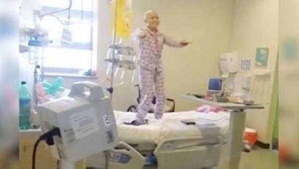 Nagranie tego co zrobiła ta dziewczynka po chemioterapii poruszyło cały...