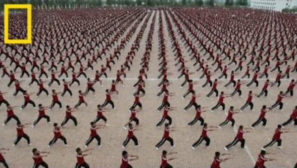 W Świątyni Shaolin Kung Fu uczy się 36 tysięcy dzieci. Zobaczcie jak wygląda...