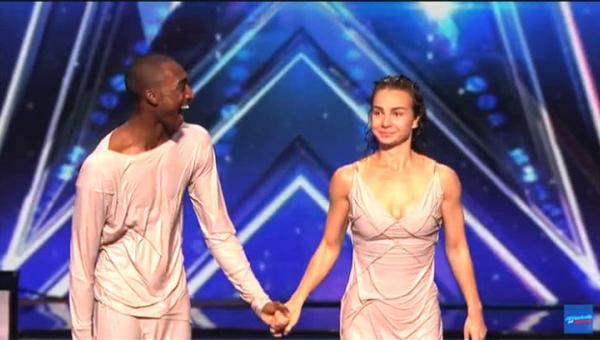 Po tym tańcu para artystów wyglądała jakby wyszła z basenu!