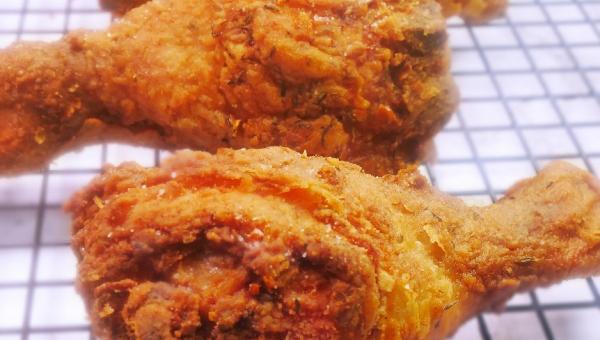 Znamy recepturę na kurczaka w panierce, jak z popularnych fast foodów, tylko...