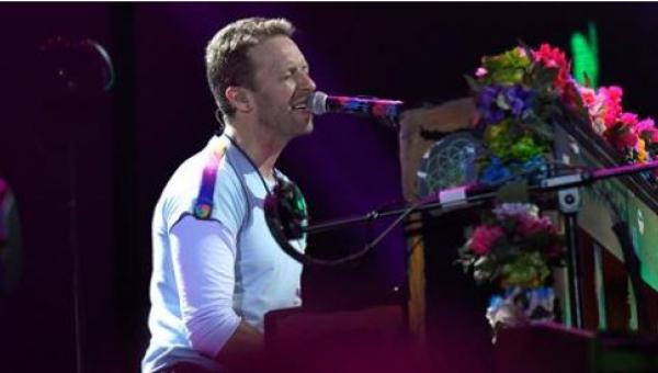 Chris Martin z Coldplay miał problem z opanowaniem emocji... W końcu śpiewał...