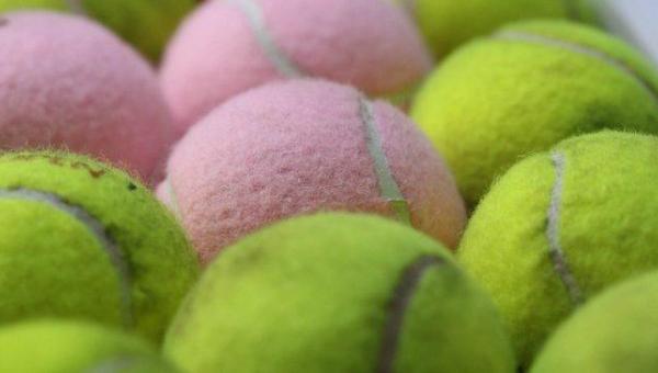 Piłka tenisowa powinna towarzyszyć Ci w każdej dłuższej podróży. Dowiedz się...