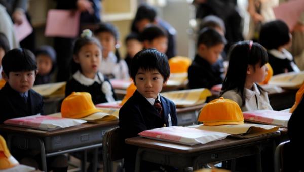 Japoński system szkolnictwa jest uznany za najlepszy na świecie ze względu na...