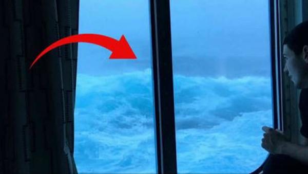 Fale rozszalały się w czasie rejsu wycieczkowego. Jeden z pasażerów nagrał...