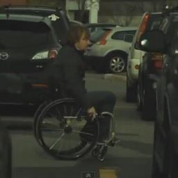 Zaparkował samochód na miejscu dla niepełnosprawnych. Nie przewidział jaki to bę