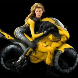 Widzisz dziewczynę na motorze? Spójrz jeszcze raz