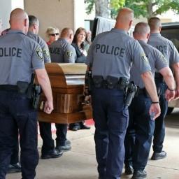 Policjanci oddali hołd komuś bardzo wyjątkowemu kto poświęcił swoje życie w służ