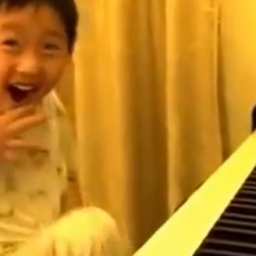 Jego tata postanowił sfilmować jak jego syn gra. Wtedy stało się coś wspaniałego