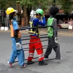 Trzech facetów zaczęło tańczyć, wtedy zauważyłem że coś jest nie tak!