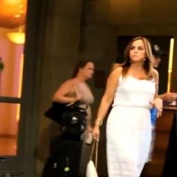 Wyszła przed hotel spotkać się z mężem. Nie wiedziała jaką niespodziankę dla nie
