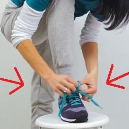 Pokazała jak wiąże buty. Musiała powtórzyć w zwolnionym tempie bym zobaczył co z