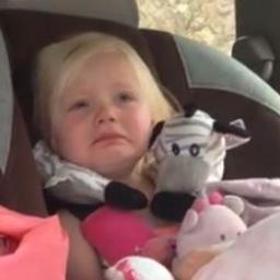 Tata zobaczył że jego córka płacze, gdy dowiedział się dlaczego był w szoku