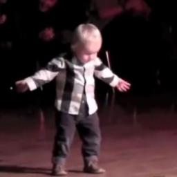 Dwulatek wyszedł na środek i zrobił coś czego nikt się nie spodziewał