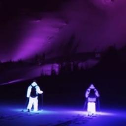 Dwóch narciarzy założyło świecące stroje, gdy zobaczyłem ich zjazd opadła mi szc