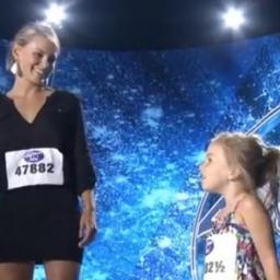 Jurorzy byli pod wielkim wrażeniem gdy jej 3-letnia córka zaśpiewała utwór Let i