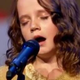 Ma 9 lat, lecz gdy zaczęła śpiewać jurorzy nie wiedzieli jak okazać szacunek