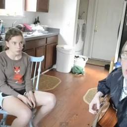 Mama dała znać że mogą zacząć śpiewać, to co stało się potem jest genialne!