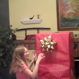 Adoptowana córka dostała niezwykły prezent, jednak to co stało się później wzrus