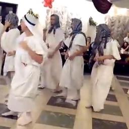 Zaczęli tańczyć przebrani za Arabów, jednak nikt nie spodziewał się w co jeszcze