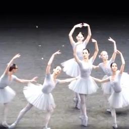 Najzabawniejsza baletnica wiedeńskiej opery. Nie da się nie uśmiechnąć widząc, c