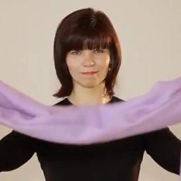 Jak modnie wiązać szalik lub chustę? Praktyczna lekcja z pokazem.