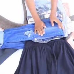 Gdy zaczęła układać ubrania w ten dziwny sposób, zdziwiliśmy się, ale potem uzna