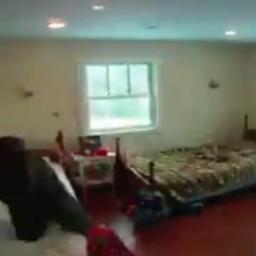 Pewien ojciec zabrał się za remont pokoju swoich córeczek... Zobacz jaką styliza