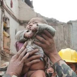 To się nazywa szczęście w nieszczęściu! 4-miesięczne dziecko uratowane po trzęsi
