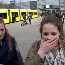 Ustawili automat z tanimi T-shirtami w centrum Berlina. Prawie nikt nie kupił ta