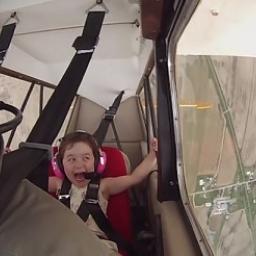 Pilot zabrał swoją córkę na podniebną wycieczkę. Gdy zaczął wykonywać akrobacje,
