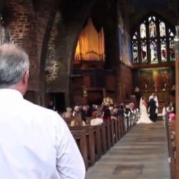 Nigdy nie zgadniecie, kto pojawił się na ich ślubie! Ciekawe, czy w Polsce byłob