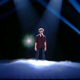 Nie uwierzysz w to, że dwunastoletni chłopiec może TAK zaśpiewać romantyczną bal
