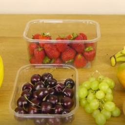 Od dzisiaj przygotowujemy sałatkę owocową tylko w ten sposób! Szybko, sprawnie i