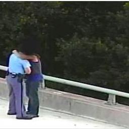 Policjant powstrzymał niedoszłego samobójcę, a potem zrobił dla niego jeszcze je