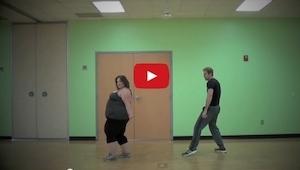 Szacun dla tej dziewczyny. Pomimo nadwagi całkiem nieźle tańczy!