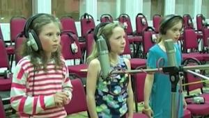 Trzy dziewczynki stanęły przed mikrofonem. To co się potem stało to czysta magia