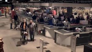Wygląda jak zwyczajny supermarket, ale gdy zgasły światła, NIESAMOWITE!