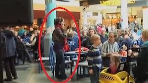 Jedli obiad w centrum handlowym, wtedy stało się coś czego się nie spodziewali!