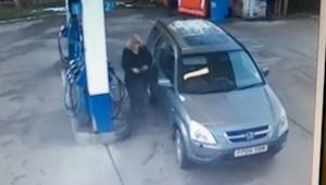 To co ta kobieta zrobiła na stacji benzynowej udowadnia że głupota jest nieskońc
