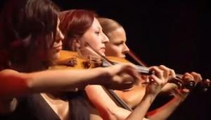 Cztery kobiety weszły na scenę z bardzo dziwnym występem. Publiczność wręcz osza