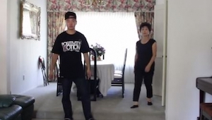 Mama postanowiła pokazać synowi jak należy tańczyć. Gdy poleciała muzyka moja sz